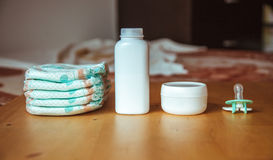 Set akcesoria dla dziecko rozporządzalnych pieluszek, rzeczy dla opieka nad dzieckiem Obrazy Stock