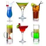 Set av alocoholcoctails med isolerade frukter fotografering för bildbyråer