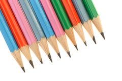 Set av blyertspennor som är olika i färg Arkivbild