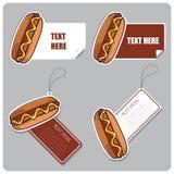 Set av etiketter och etiketter med hotdogs. Arkivfoton