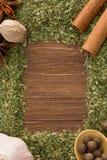 Set av kryddor och skeden på trä Royaltyfria Bilder