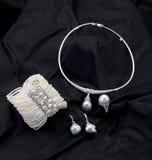Set av pärlemorfärg smycken Fotografering för Bildbyråer