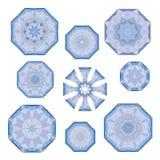 Set błękitni poligonalni płatki śniegu na bielu, w wektorze royalty ilustracja