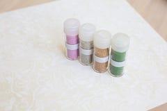 Set barwiący rhinestones w przejrzystym pudełku z etykietką Obrazy Stock