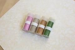 Set barwiący rhinestones w przejrzystym pudełku z etykietką Zdjęcia Royalty Free