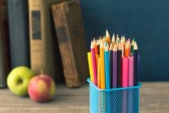 Set barwioni ołówki na tle książki Fotografia Royalty Free