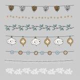 Set boże narodzenie granicy, sznurki, girlandy, muśnięcia Praty dekoracja z sosnowymi rożkami, jemioła, Bożenarodzeniowe piłki, b Fotografia Stock