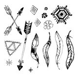 Set boho stylu ramy z miejscem dla twój teksta Ręka rysujący artystyczni elementy: strzała, piórka, wianek, spirale, znaki infini Zdjęcia Royalty Free