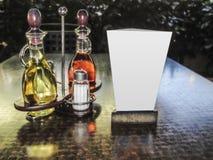 Set butelki i pustego stołu namiot oliwa z oliwek i octu Fotografia Stock