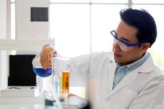 Set Chemiczny tubka rozwój, apteka w i laboratorium, biochemii i badania technologii pojęciu, obrazy stock