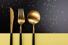 Set czarny i złocisty cutlery fotografia royalty free