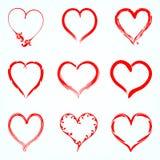 Set czerwoni wektorowi serca od konturu różni muśnięcia ilustracji