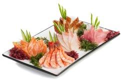 Set des Sashimis auf Daikon mit Meerespflanze, Gurke stockfotos