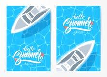 Set dwa plakatów szablon z ręka rysującym typ literowanie wakacje i jacht na błękitne wody tle Cześć royalty ilustracja
