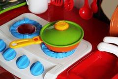 Set dzieciaków naczynia Dziecka ` s zabawki Dziecka ` s kuchni gra Zdjęcia Royalty Free