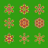 Set dziewięć płaski projekt z abstrakcjonistycznymi płatek śniegu odizolowywającymi na zielonym tle Wektorowy płatek śniegu manda ilustracji