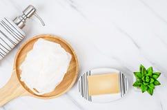 Set eramic pompowa butelka dla ciekłego mydła lub szamponu obraz royalty free