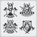 Set etykietki, odznaki i emblematy Viking, Rogaty hełm, wojownik, osłona, kordzik i ax, ilustracyjny lelui czerwieni stylu roczni ilustracja wektor
