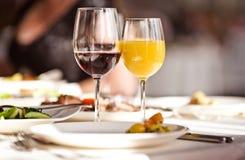 set för drinkexponeringsglasrestaurang Royaltyfria Bilder