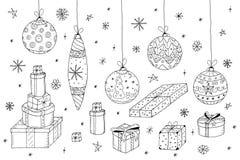 set för juldesignelement Hand drog gåvor och xmas-bollar Royaltyfri Bild