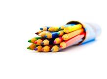 Set Farbenbleistifte in einem Kasten Stockbilder