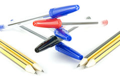 Set Federn und Bleistifte stockfoto