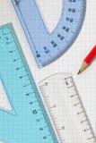 set fyrkant för blyertspennaprotractorlinjal Arkivbild