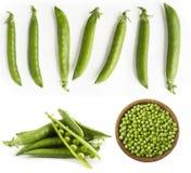 Set grüne Erbsen Grüne Erbsen lokalisiert auf einem weißen Hintergrund Gemüse mit Kopienraum für Text Frische grüne Erbsen auf ei Lizenzfreie Stockfotografie