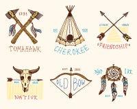 Set grawerujący rocznik, ręka, etykietki lub odznaki dla, rysująca, stara, hindusa lub rodowitego amerykanina bizon, cioski i nam Zdjęcia Royalty Free