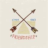Set grawerujący rocznik, ręka, etykietki lub odznaki dla, rysująca, stara, hindusa lub rodowitego amerykanina strzała i łęk Fotografia Royalty Free