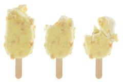 Set gryźć waniliowy lody pokrywał białą czekoladę odizolowywającą fotografia stock
