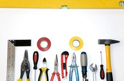 Set Hilfsmittel auf weißem Hintergrund Lizenzfreies Stockfoto
