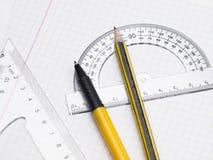 Set Hilfsmittel für das Zeichnen auf die Übungsteilseite Stockfotografie