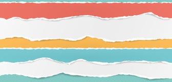 Set horyzontalni rozdzierający papierowi paski, drzejący nutowy papier dla teksta lub wiadomość na turkusie obciosującym biali i  royalty ilustracja