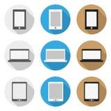 Set ikony smartphone, laptop i pastylka w płaskim projekcie, Obrazy Royalty Free