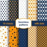 Set klasyczni pomarańczowi bezszwowi wzory z kropkami Zdjęcia Stock