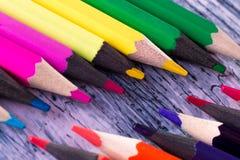 Set kolorów ołówki na drewnianym tle Makro- z bliska Zdjęcie Royalty Free