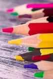Set kolorów ołówki na drewnianym tle Makro- z bliska Obrazy Royalty Free