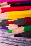 Set kolorów ołówki na drewnianym tle Makro- z bliska Obrazy Stock