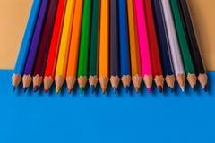 Set kolorów ołówki na kolorowym tle Obrazy Royalty Free