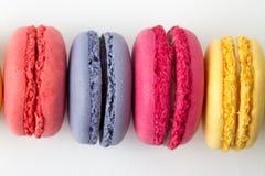 Set kolorowi macaroons odizolowywający na białym tle Słodcy macaroons Zdjęcie Royalty Free