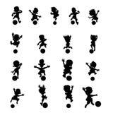 Set konturowi gracz piłki nożnej kopie piłkę royalty ilustracja