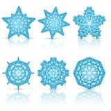 Set koronkowi płatki śniegu błękitni z odbiciem Ilustracja Wektor