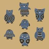 Set kreskówek owlets na beżowym tle i sowy Zdjęcie Stock