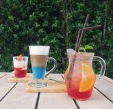 Set lukrowej cytryny owocowy poncz, waniliowy lody i cappuccino, Zdjęcie Royalty Free