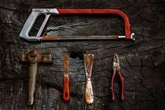 Set manuałów narzędzia na ciemnym drewnianym tle Obraz Stock