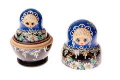 Set matryoshka Puppen getrennt auf Weiß Stockfotos