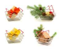 Set metali kosze z nowego roku i bożych narodzeń prezentami, gałązki, g Fotografia Royalty Free