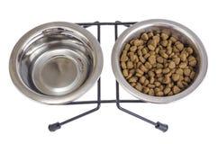 Set metali puchary woda i suchy zwierzęcia domowego jedzenie zdjęcie royalty free