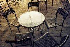 Set metali stoły w restauraci i krzesła, ja zamyka Obraz Royalty Free